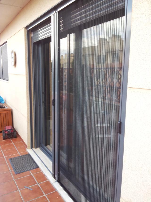 Mosquiteras plisadas en sabadell for Mosquiteras plisadas para puertas